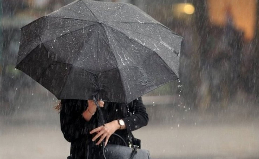 Украину накроет ветрами, а к Покрове польет дождями: какая погода ждет Киев