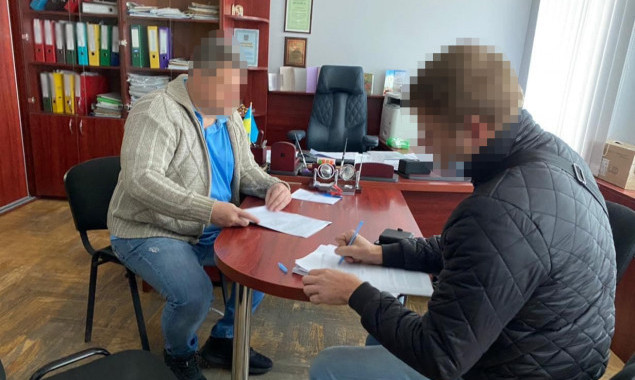 Начальнику Управления капстроительства Дарницкой РГА сообщено о подозрении в растрате средств на ремонте столичных школ